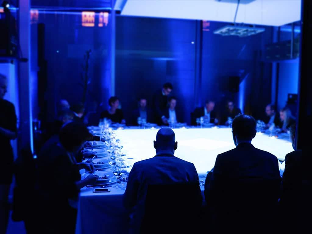 Projektionen auf Tisch